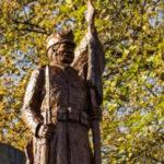 Magyar baka őrzi az emlékeket